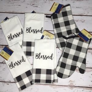 Blessed Buffalo Check Towel Oven Mitt Set